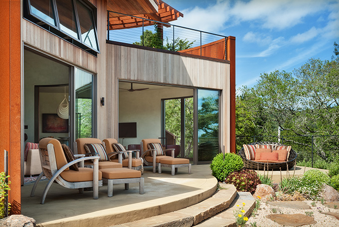 G2-hilltop-retreat-exterior-patio-3